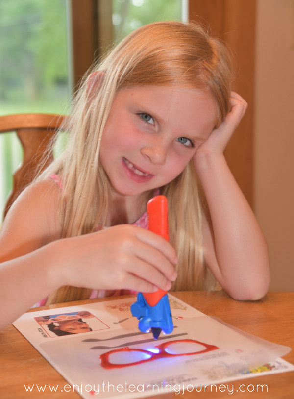 Your child can make their own three-dimensional drawing with the IDO3D Vertical 3D art pen! A fun art medium for kids to make their drawings come to life.